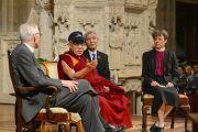 Его Святейшество Далай-лама отвечает на вопросы слушателей в Вашингтонском кафедральном соборе. Вашингтон, округ Колумбия, США. 7 марта 2014 г. Фото: Сонам Зоксанг