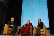 Его Святейшество Далай-лама выступает с речью в Национальном институте здравоохранения США. Вашингтон, округ Колумбия, США. 7 марта 2014 г. Фото: Джереми Рассел (офис ЕСДЛ)