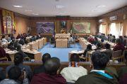 Его Святейшество Далай-лама выступает с речью в Тибетском парламенте в эмиграции. Дхарамсала, Индия. 11 марта 2014 г. Фото: Тензин Чойджор (офис ЕСДЛ)