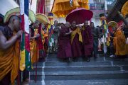 Его Святейшество Далай-ламу встречают в монастыре Нечунг. Дхарамсала, Индия. 11 марта 2014 г. Фото: Тензин Чойджор (офис ЕСДЛ)