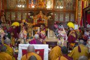 Монахи исполняют ритуальные танцы во время пуджи долгой жизни в монастыре Нечунг, посвященной долголетию Его Святейшества Далай-ламы. Дхарамсала, Индия. 11 марта 2014 г. Фото: Тензин Чойджор (офис ЕСДЛ)