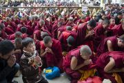 Во время учений Его Святейшества Далай-ламы в главном тибетском храме. Дхарамсала, Индия. 16 марта 2014 г. Фото: Тензин Чойджор (офис ЕСДЛ)