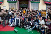Его Святейшество Далай-лама с местными тибетцами в монастыре Джонанг Тактен Пхунцог Чолинг. Шимла, штат Химачал Прадеш, Индия. 18 марта 2014 г. Фото: Тензин Чойджор (офис ЕСДЛ)