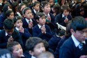 Школьники слушают учения Его Святейшества Далай-ламы в Центральной тибетской школе. Шимла, штат Химачал Прадеш, Индия. 18 марта 2014 г. Фото: Тензин Чойджор (офис ЕСДЛ)