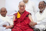 Его Святейшество Далай-лама во время посещения лепрозория в Тахирпуре. Дели, Индия. 20 марта 2014 г. Фото: Тензин Чойджор (офис ЕСДЛ)