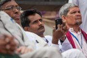 Во время посещения Его Святейшеством Далай-ламой лепрозория в Тахирпуре. Дели, Индия. 20 марта 2014 г. Фото: Тензин Чойджор (офис ЕСДЛ)
