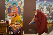 Его Святейшество Далай-лама проводит подготовительные ритуалы перед началом заключительного дня трехдневных учений. Дели, Индия. 23 марта 2014 г. Фото: Тензин Чойджор (офис ЕСДЛ)