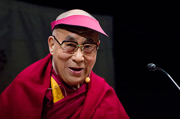 Далай-лама посетил Сендай в регионе Тахоку, пострадавший от землетрясения в 2011 году