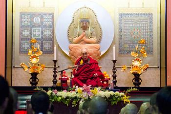 Далай-лама прочел лекцию о тантре в тибетском буддизме в университете Сучи-ин