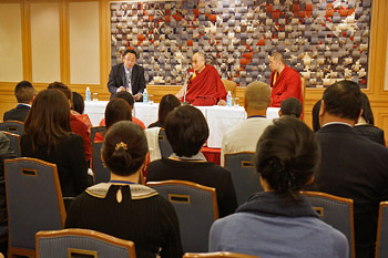 В Токио Далай-лама встретился с делегациями из Индии, Китая и японскими монахами традиции Сото-сю