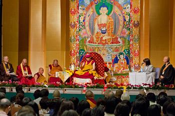 В Токио Далай-лама даровал однодневные учения