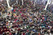 На учения Его Святейшества Далай-ламы в главном тибетском храме собрались несколько тысяч людей. Дхарамсала, Индия. 31 марта 2014 г. Фото: Лобсанг Церинг (офис ЕСДЛ)