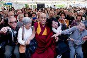 Его Святейшество Далай-ламу встречают в храме Риннандзи. Осака, Япония. 9 апреля 2014 г. Фото: Тибетский офис в Японии