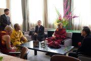 На встрече Его Святейшества Далай-ламы с официальными лицами университета Сучи-ин. Киото, Япония. 10 апреля 2014 г. Фото: Тибетский офис в Японии