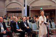 """Слушательница задает вопрос во второй день конференции """"Создание карты ума"""". Киото, Япония. 12 апреля 2014 г. Фото: Тибетский офис в Японии"""