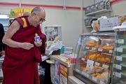Его Святейшество Далай-лама сделал остановку по дороге из Киото в Коясан. 13 апреля 2014 г. Фото: Тибетский офис в Японии