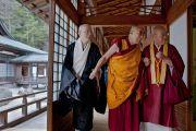 Его Святейшество Далай-лама в храме Конгобудзи. Коясан, Япония. 13 апреля 2014 г. Фото: Тибетский офис в Японии