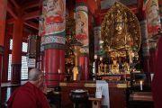 Его Святейшество Далай-лама в храме Даито. Коясан, Япония. 15 апреля 2014 г. Фото: Джереми Рассел (офис ЕСДЛ)