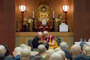 Его Святейшество Далай-лама и заместитель главы школы дзен-буддизма Сото Абэ Екаи. Токио, Япония. 16 апреля 2014 г. Фото: Тибетский офис в Японии