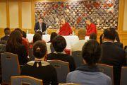 Его Святейшество Далай-лама на встрече с делегацией из Китая. Токио, Япония. 16 апреля 2014 г. Фото: Джереми Рассел (офис ЕСДЛ)