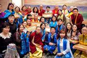 Его Святейшество Далай-лама фотографируется с группой из Монголии в заключительный день своего визита в Японию. Токио, Япония. 18 апреля 2014 г. Фото: Тибетский офис в Японии