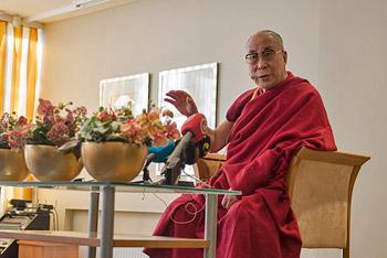 В Риге прошел второй день учений Далай-ламы