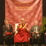 Перед отъездом в Индию Далай-лама прочел во Франкфурте публичную лекцию