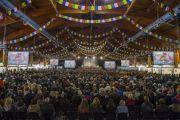 """Зал Международного выставочного центра """"Кипсала"""", место проведения учений Его Святейшества Далай-ламы. Рига, Латвия. 5 мая 2014 г. Фото: Тензин Чойджор (офис ЕСДЛ)"""