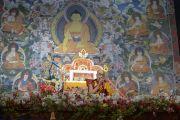Его Святейшество Далай-лама в первый день учений для стран Балтии и России. Рига, Латвия. 5 мая 2014 г. Фото: Тензин Чойджор (офис ЕСДЛ)