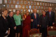 Его Святейшество Далай-лама с членами Нобелевского комитета. Осло, Норвегия. 7 мая 2014 г. Фото: Дежерми Рассел (офис ЕСДЛ)