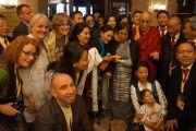 Его Святейшество Далай-лама с тибетцами, живущими в Норвегии, и норвежскими сторонниками Тибета. Осло, Норвегия. 7 мая 2014 г. Фото: Дежерми Рассел (офис ЕСДЛ)