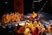 """Его Святейшество Далай-лама дарует буддийские учения в театре """"Шатонеф"""". Осло, Норвегия. 8 мая 2014 г. Фото: Оливер Адам"""
