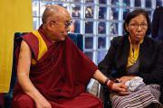 Его Святейшество Далай-лама и г-жа Чунгдак Корен, бывшая депутат тибетского парламента. Осло, Норвегия. 8 мая 2014 г. Фото: Оливер Адам