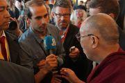Его Святейшество Далай-лама отвечает на вопросы журналистов. Осло, Норвегия. 9 мая 2014 г. Фото: Джереми Рассел (офис ЕСДЛ)