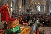 На встрече Его Святейшества Далай-ламы с тибетцами, живущими в странах Северной Европы. Роттердам, Голландия. 10 мая 2014 г. Фото: Джереми Рассел (офис ЕСДЛ)