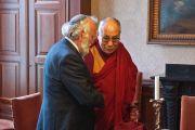Его Святейшество Далай-лама и равви Сутендорп в церкви Св. Иакова. Гаага, Голландия. 10 мая 2014 г. Фото: Джереми Рассел (офис ЕСДЛ)