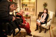 Его Святейшество Далай-лама дает интервью немецкому телеканалу. Франкфурт, Германия. 13 мая 2014 г. Фото: Manuel Bauer