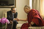 Его Святейшество Далай-лама с Мартином Плячиком, членом парламентской группы по вопросам Тибета Словакии. Франкфурт, Германия. 16 мая 2014 г. Фото: Manuel Bauer
