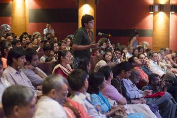 Жить, любить, смеяться и умирать по-буддийски – четвертый день визита Далай-ламы в Мумбаи