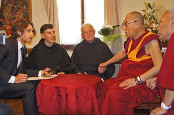 В Помае Далай-лама призвал журналистов продвигать общечеловеческие ценности и межрелигиозную гармонию