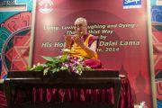 "Его Святейшество Далай-лама дарует буддийские учения в ""Сомая Видьявихаре"". Мумбаи, Индия. 30 мая 2014 г. Фото: Тензин Чойджор (офис ЕСДЛ)"