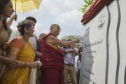 """Его Святейшество Далай-лама торжественно открывает школу """"Сомая"""". Мумбаи, Индия. 31 мая 2014 г. Фото: Тензин Чойджор (офис ЕСДЛ)"""