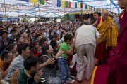 Его Святейшество Далай-лама покидает Тибетскую детскую деревню по окончании ритуала посвящения Авалокитешвары. Дхарамсала, Индия. 6 июня 2014 г. Фото: Тензин Чойджор (офис ЕСДЛ)