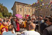 Его Святейшество Далай-лама прибыл в институт Ламы Цонкапы в Помае. 10 июня 2014 г. Тоскана, Италия. Фото: FilmPRO