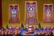 """Вид на сцену """"Форума Модильяни"""" во время учений Его Святейшества Далай-ламы. Ливорно, Италия. 14 июня 2014 г. Фото: Оливье Адам."""