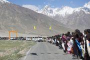 Местные жители приветствуют Его Святейшество Далай-ламу в Занскаре. Штат Джамму и Кашмир, Индия. 23 июня 2014 г. Фото: Тензин Чойджор (Офис ЕСДЛ)