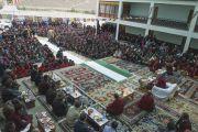 Его Святейшество Далай-лама выступает в средней школе Ламдрон в Падуме. Занскар, штат Джамму и Кашмир, Индия. Фото: Тензин Чойджор (офис ЕСДЛ)