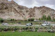 Кортеж Его Святейшества Далай-ламы въезжает в поселение Ней. Ладак, штат Джамму и Кашмир, Индия. 30 июня 2014 г. Фото: Тензин Чойджор (офис ЕСДЛ)