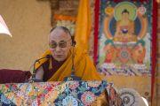"""Его Святейшество Далай-лама выступает на торжественном открытии семинара по теме """"Парчин (совершенная мудрость) в монастыре Ликир. Ладак, штат Джамму и Кашмир, Индия. 30 июня 2014 г. Фото: Тензин Чойджор (офис ЕСДЛ)"""