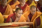 Тибетские монахи участвуют в ритуале подготовки и освящения пространства для проведения посвящения Калачакры. Лех, Ладак, штат Джамму и Кашмир, Индия. 4 июля 2014 г. Фото: Мануэль Бауэр.